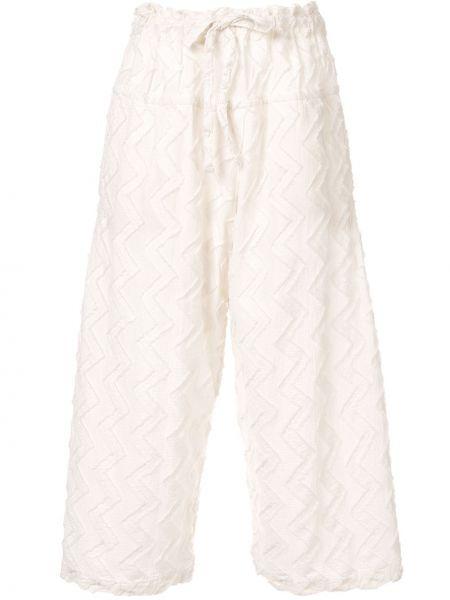 Укороченные брюки расклешенные жаккардовые Issey Miyake Cauliflower