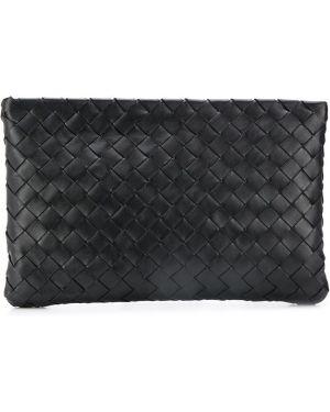 Кожаный черный клатч на молнии со шлицей Bottega Veneta