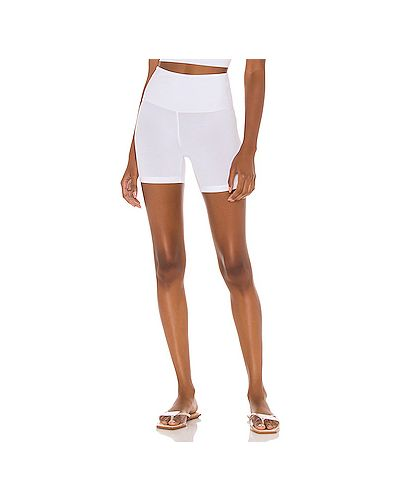 Белые шорты эластичные Indah