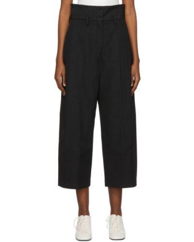 Wełniany czarny przycięte spodnie z paskiem zapinane na guziki Lemaire