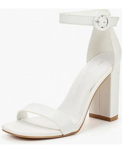 Белые босоножки на каблуке Mango