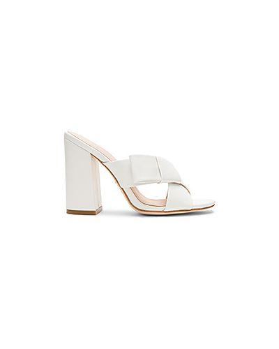 Белые мюли на каблуке Raye