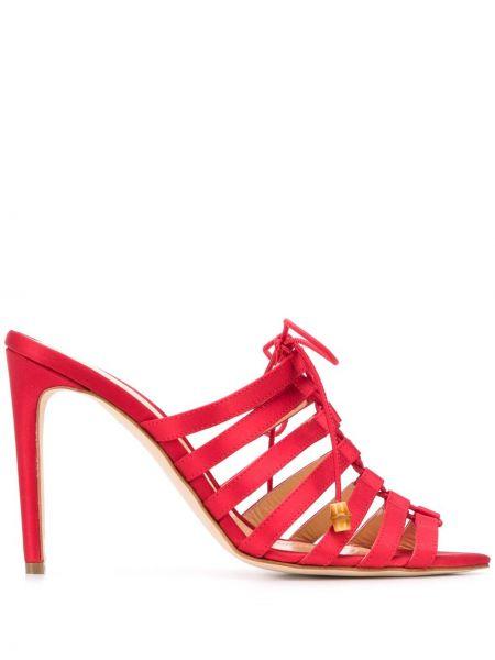 Открытые босоножки на шнуровке из крепа с открытым носком Chloe Gosselin