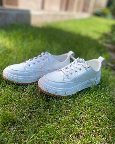 Кроссовки - белые Berisstini