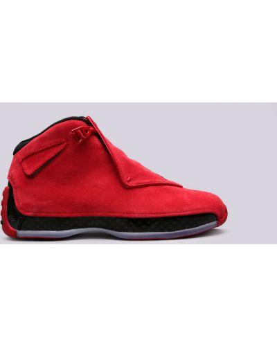 Красные кроссовки Jordan