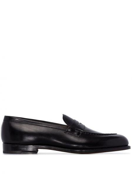 Кожаные черные лоферы на каблуке круглые Grenson