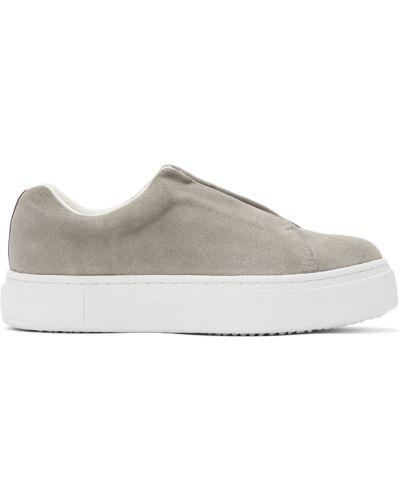 Białe sneakersy na platformie zamszowe Eytys