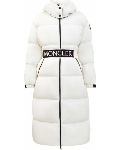 Пуховый белый пуховик длинный с карманами с декоративной отделкой Moncler