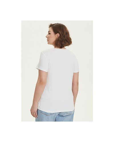 Белая текстильная блузка каляев