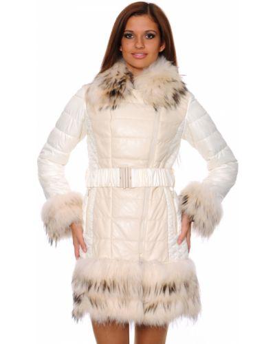 Белое пальто с капюшоном из енота Mor`a