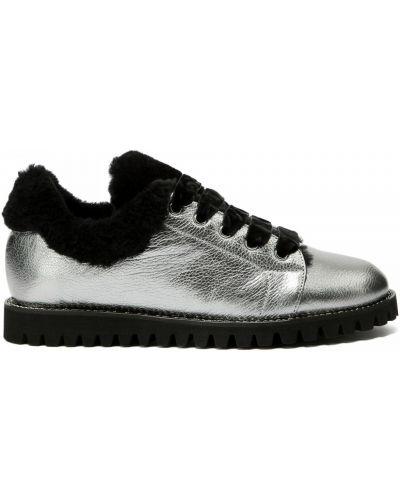 Серебряные кожаные туфли закрытые Ballin