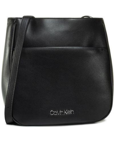 Czarny łańcuszek Calvin Klein