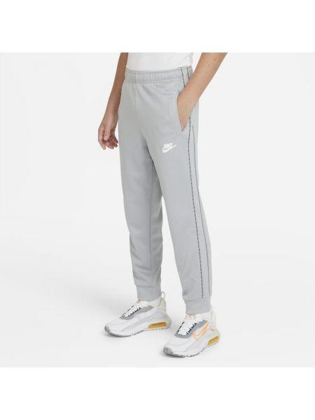 Szare spodnie w paski Nike