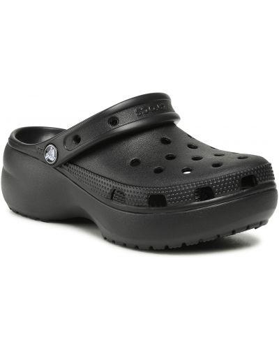 Czarne chodaki na koturnie Crocs