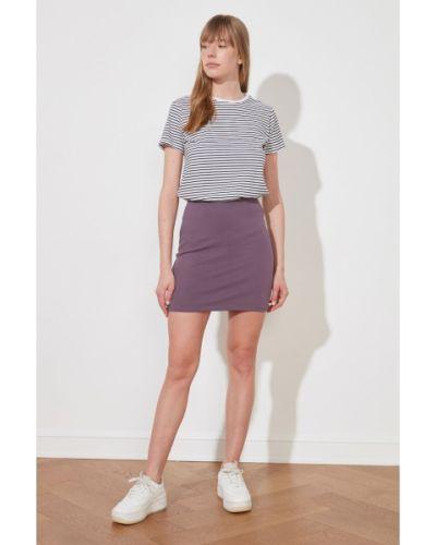 Fioletowa spódnica mini z wiskozy Trendyol
