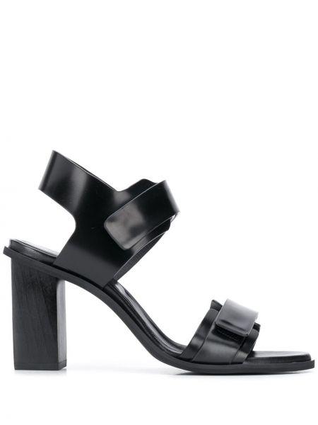 Кожаные открытые черные босоножки на каблуке Christian Wijnants