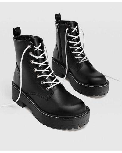 Черные сапоги на шнуровке на каблуке Stradivarius