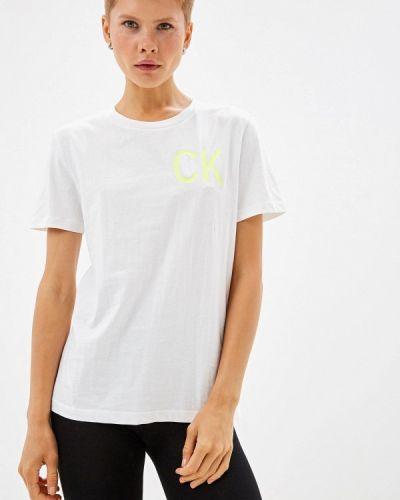 С рукавами белая футболка Calvin Klein Jeans