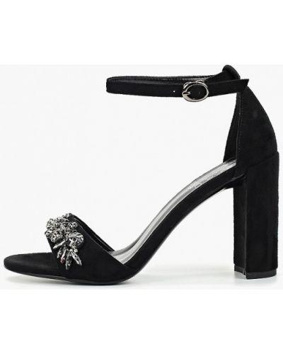 Босоножки черные на каблуке Inario