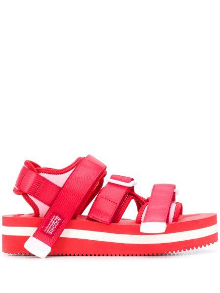 Открытые мягкие красные сандалии с открытым носком Suicoke