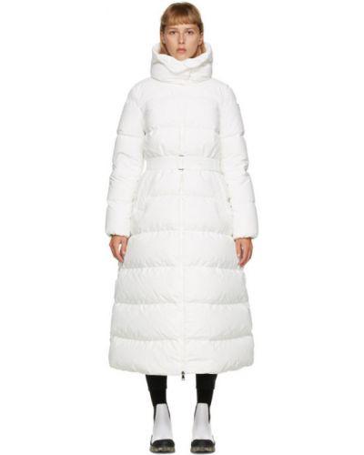 Белое пуховое длинное пальто с капюшоном Moncler