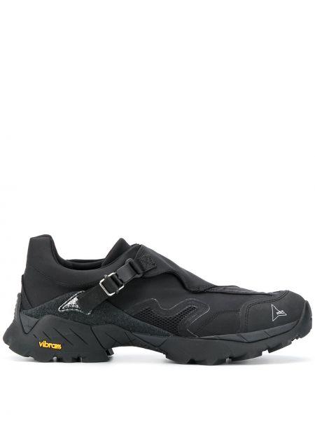 Черные кроссовки сетчатые с сеткой круглые Roa