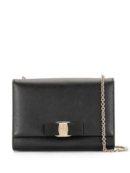 С ремешком кожаная черная сумка на цепочке Salvatore Ferragamo Pre-owned