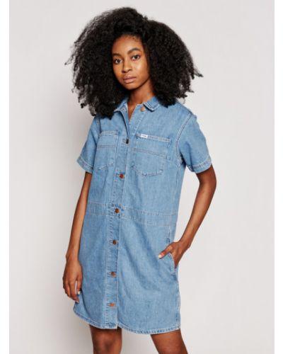 Niebieska sukienka jeansowa Wrangler