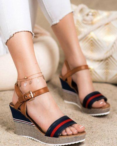 Klasyczne sandały na koturnie Goodin
