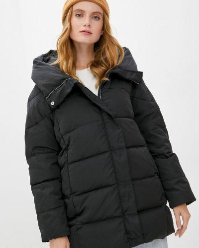 Черная зимняя куртка Mango