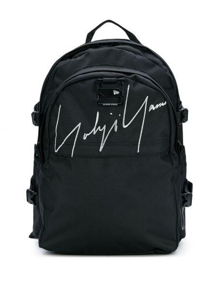Klasyczny czarny plecak z haftem Yohji Yamamoto