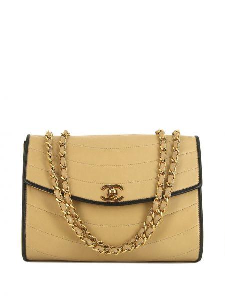 Кожаная золотистая стеганая сумка на плечо с декоративной отделкой Chanel Pre-owned