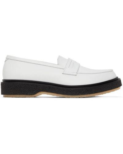 Białe loafers Adieu