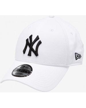 Белая кепка New Era