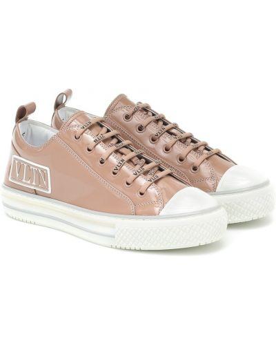 Повседневные розовые кожаные кроссовки из натуральной кожи Valentino Garavani