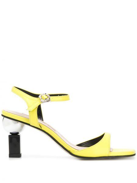 Кожаные открытые босоножки на высоком каблуке на каблуке с пряжкой Yuul Yie
