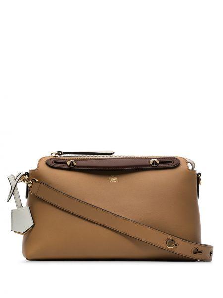 Коричневая кожаная сумка Fendi