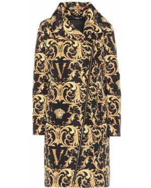 Черное длинное пальто Versace