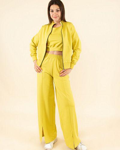 Желтый трикотажный спортивный костюм каляев