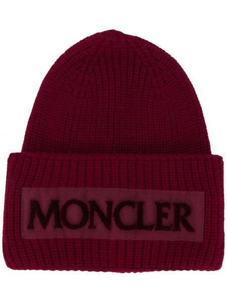 Красная шерстяная шапка бини с отворотом с заплатками Moncler