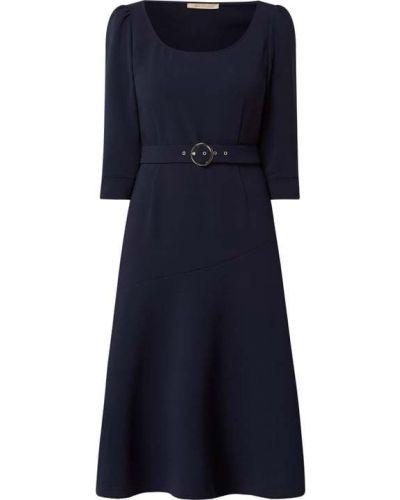 Niebieska sukienka rozkloszowana z paskiem Pennyblack