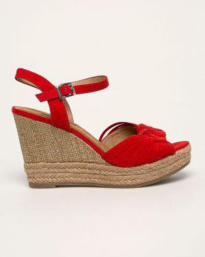 Czerwone sandały na koturnie Corina