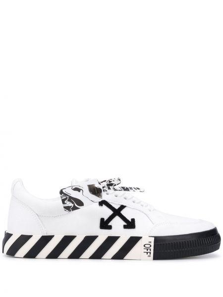Белые кеды на шнуровке с нашивками Off-white
