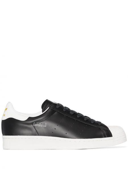 Ażurowy skórzany czarny sneakersy zasznurować Adidas