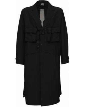 Czarny płaszcz klamry Iise
