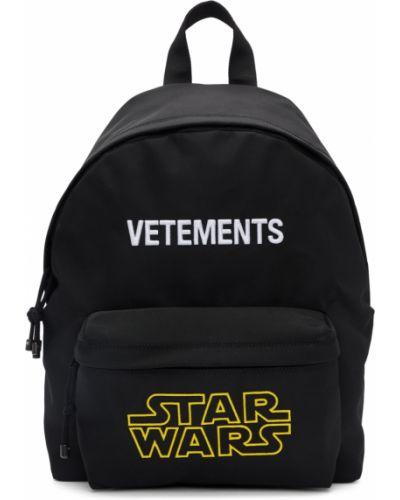 Satynowy czarny plecak na laptopa z haftem Vetements