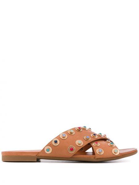С ремешком коричневые кожаные сандалии с открытым носком Carvela