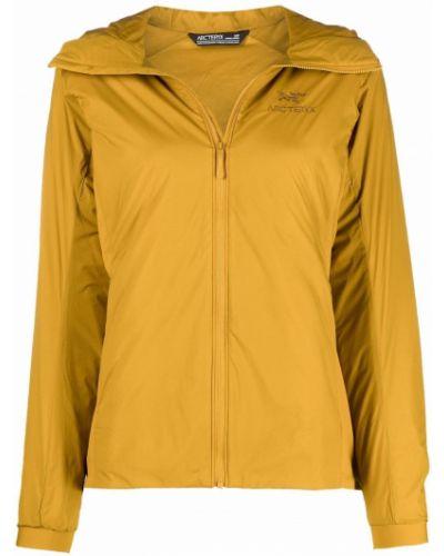 Żółty płaszcz z haftem Arcteryx