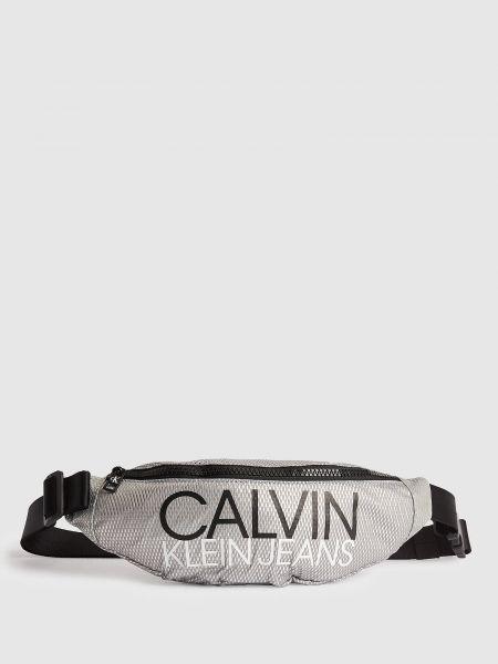 Серебряная с ремешком сумка через плечо на молнии Calvin Klein
