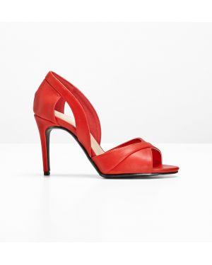 Туфли на каблуке с открытым носком красные Bonprix